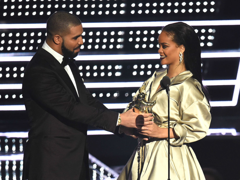 Drake Tries To Kiss Rihanna And Gets Curved On Stage