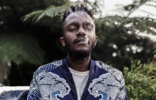 """I'm already doing it PRO BONO"" Says Kwesta In Response To AKA's #FillUpFNB Request"